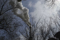 浓烟滚滚的工业烟囱