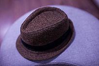 一顶复古的帽子