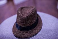 棕色的帽子