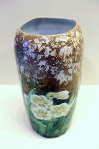 水仙图案彩绘瓷瓶