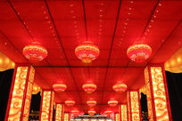 红色花灯走廊