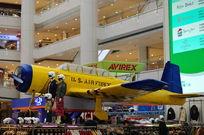 商场里的飞机模型