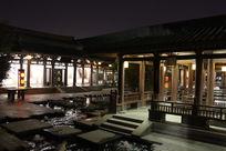 庭院走廊夜景