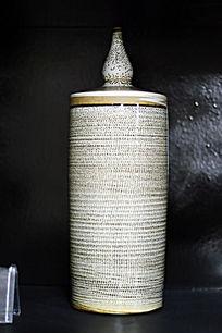 鱼鳞纹胶釉直瓶