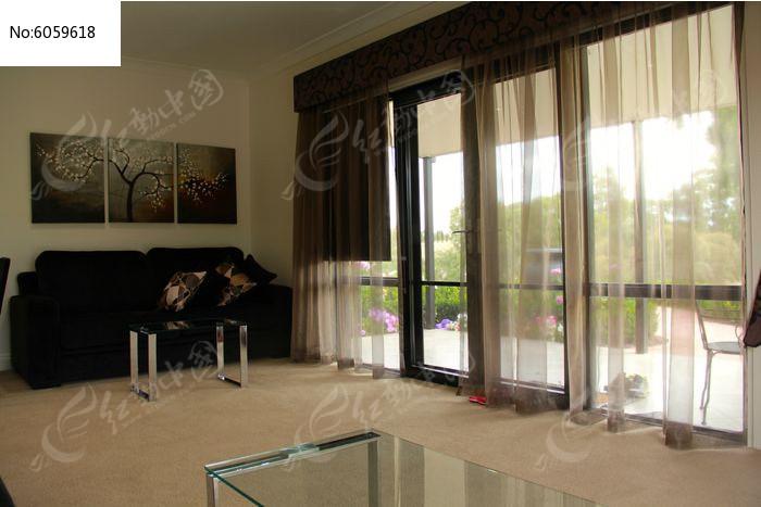 客厅落地窗户图片