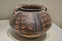 半山类型方格网纹彩陶罐