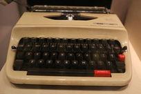 老式键盘打字机