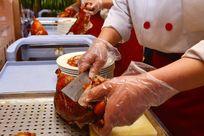烤鸭现场制作