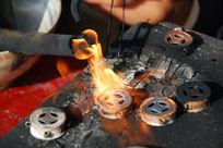 苗族银饰焊接过程示范