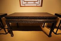 清代紫檀有苏姚透雕龙纹书桌