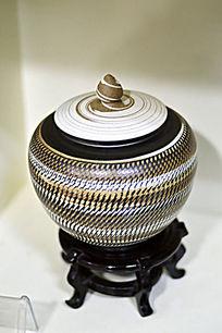 编织纹带盖胶釉罐