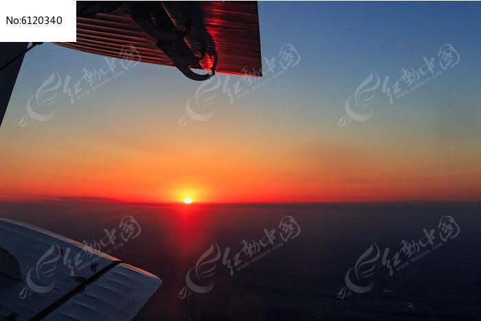 飞机上的看日出图片
