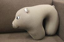 灰色小狗U型枕