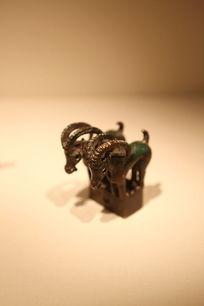 西汉时期双羊青铜饰