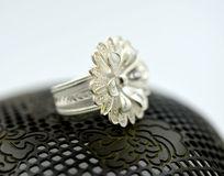 花卉图案花丝戒指