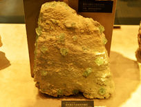绿色萤石与米粒状方解石