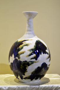 细颈胶釉瓶