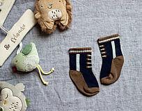 仿系鞋带的袜子