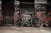 门口自信车