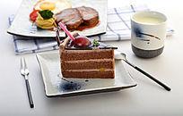 一碟美味的蛋糕切件
