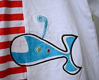 婴儿服装鲸鱼图案特写