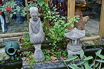 妇女与石灯雕刻