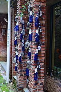酒瓶装饰的柱子