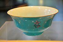 清湖蓝釉粉彩花卉纹碗