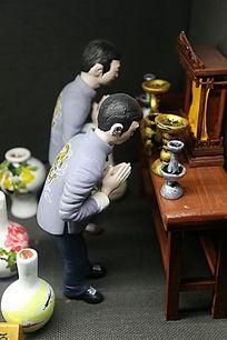 彩瓷工匠祈祷雕像