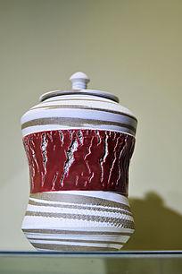 褐色胶釉拉胚纹罐