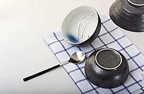 简洁素雅手绘陶瓷碗