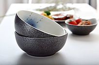 两个黑色珠光手绘陶瓷碗