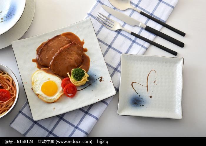 日式手绘陶瓷盘和牛排