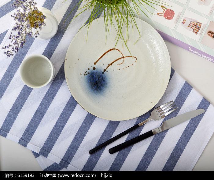 日式手绘陶瓷圆盘图片