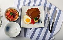 手绘陶瓷餐具和牛排