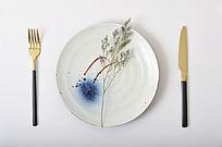 素雅清新手绘陶瓷圆盘