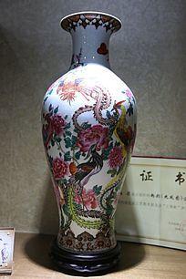 五彩龙凤图案瓷瓶