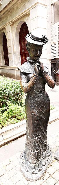 西方少妇雕塑