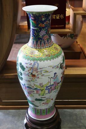 白地古代人物故事瓷瓶