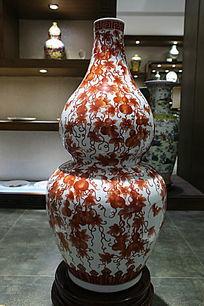 白地红彩葫芦图案葫芦瓷瓶