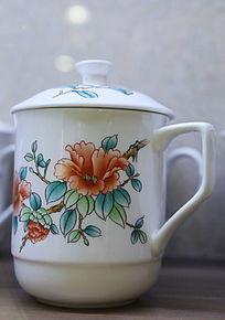 白地花朵图案带盖瓷杯