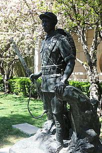 八路军战士站姿铜雕