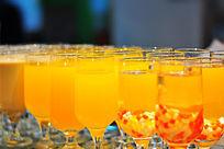 玻璃杯装的饮料