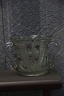 雕花玻璃杯文物