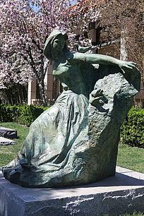 和平少女站姿铜雕