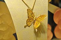 蝴蝶造型的金色首饰