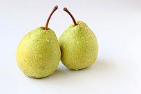 两个绿色的梨子