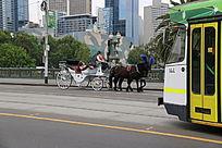 墨尔本的马车和有轨电车