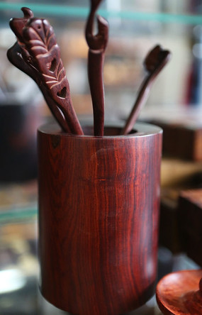 红木木雕笔筒