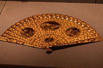 金色镂空花纹折扇